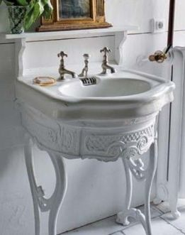White all over brings attention to the beautiful details of this sink and it's antique lines. Found on koduhaldjas.blogspot.com.